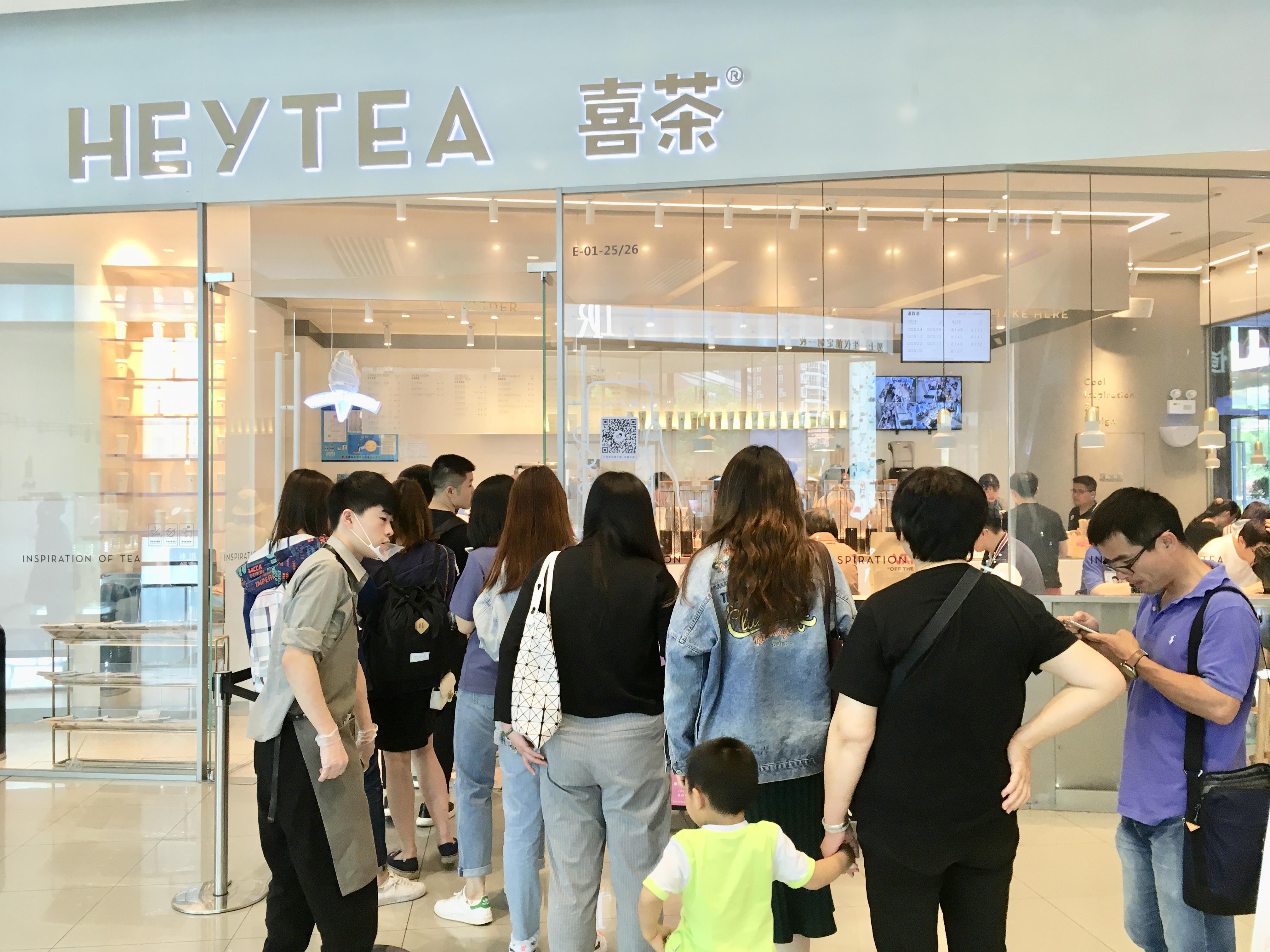 上海大流行りの喜茶(HEY TEA)はオーダー50分待ち
