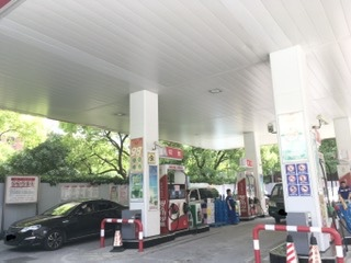 Shanghai, Gas station only cash