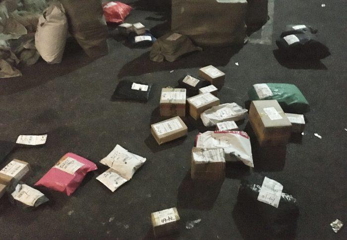 【上海】郵便物が集合ポスト周辺に投げ出されている!