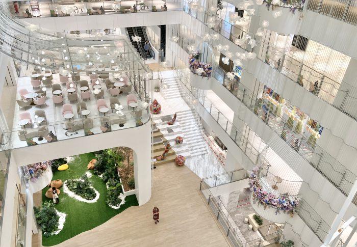 【2020年6月上海】浦東のモール「タイムズスクエア」は日本人デザイナー佐藤オオキさんが設計してた
